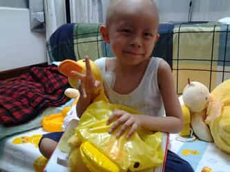 5-year-old cancer patient inspires