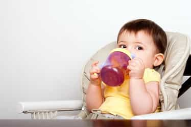 5 tips to wean your child off the bottle