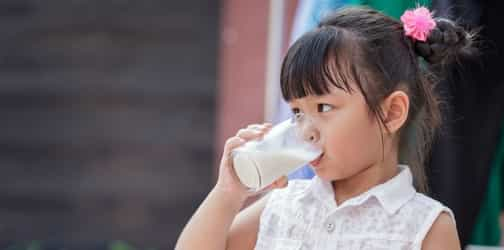 An Age-wise Guide to Selecting Milk for Your Child