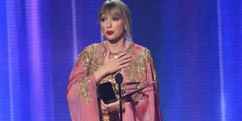 Taylor Swift takes artist of the decade in this record-breaking sweep