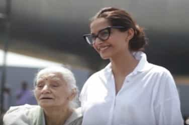 Watch: This emotional message by Neerja Bhanot's mother will melt your hearts!