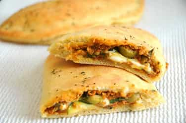 Recipe Video: Veg mini calzones that your kids would love!