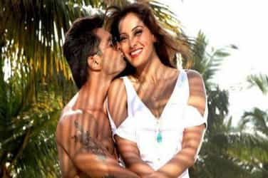 Bipasha Basu and hubby Karan Singh Grover are celebrating Yoga Day in style! (Pic Inside)