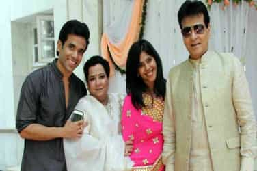 #Just In: Actor Tusshar Kapoor becomes father of a baby boy!