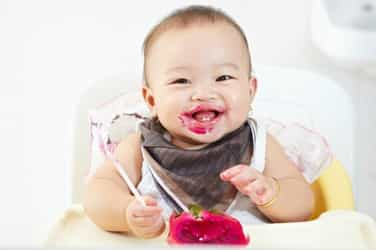 Baby-Led Weaning: Should you let your baby feed themselves?