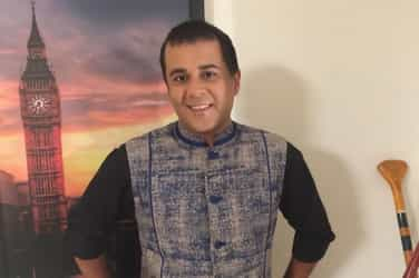 Chetan Bhagat amuses mothers by trying something all women commonly do!