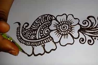 6 simple and trendy mehndi designs that you can easily try at home