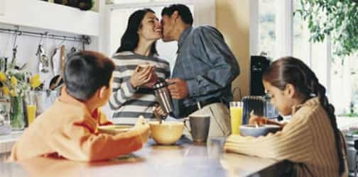 4 Ways you can show your kids a healthy marriage