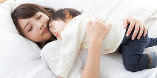 Should you be co-sleeping with baby or putting him in the crib?
