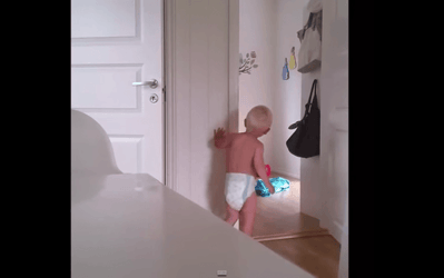 Mom tries to put twins to bed - Hilarious video!