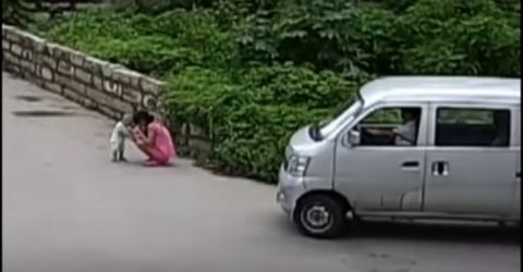 Watch: Baby gets run over by a van, this is how passers-by respond
