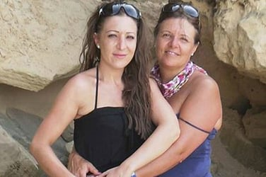 Woman agrees to become surrogate mom for daughter left infertile by cancer
