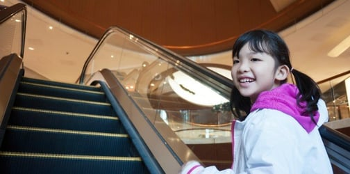 Chinese Toddler Loses Half a Finger in an Escalator Mishap