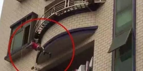 Watch: Neighbors catch a toddler with blankets and mattresses after falling from balcony
