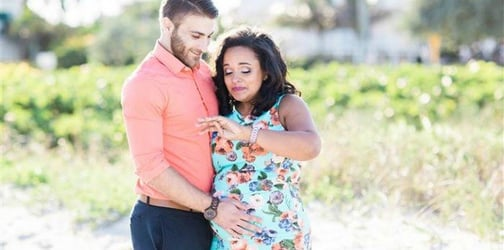 """""""Mommy will you marry my daddy?"""": Surprise proposal during maternity shoot"""