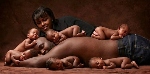 Parents recreate viral photo of their sextuplets after six years