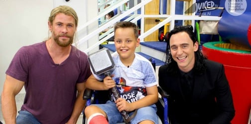 Chris Hemsworth and Tom Hiddleston visit a children's hospital, melts all our hearts