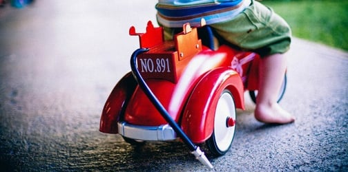Police finds toddler driving a toy car at 2AM after sneaking out of home