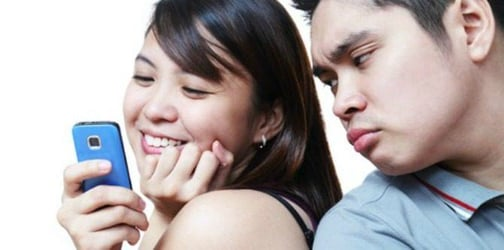 6 Ways social media is ruining your marriage