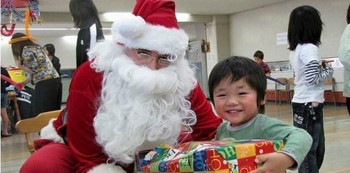 Did you know that lying to your kids about Santa affects them negatively?