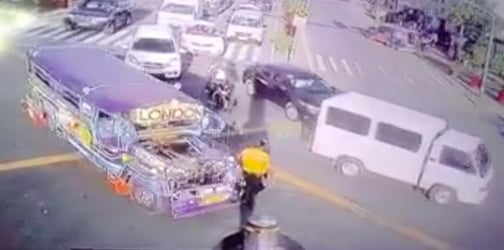 Watch: Reckless jeepney driver hits traffic enforcer in Pasig City