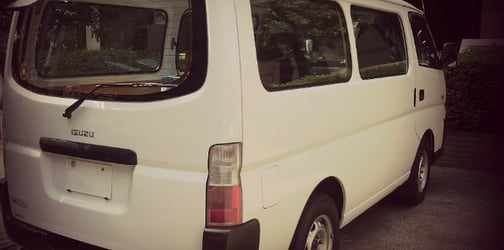 Stay safe! Young woman almost gets kidnapped in Philcoa by men inside van