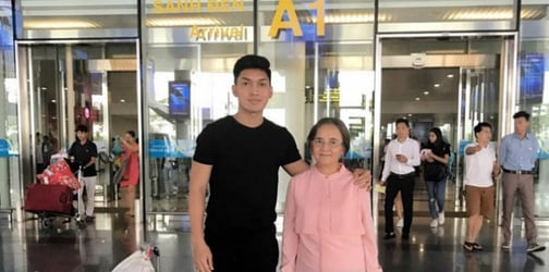 Son says 'thank you' to his hardworking mom by taking her on an Asian tour!