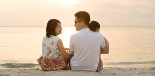Should illegitimate children take the surname of their dad or mom?