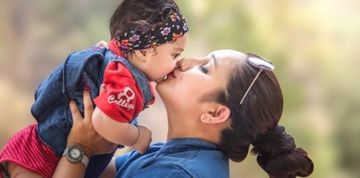 Ways to bond at home with your newborn during your maternity leave
