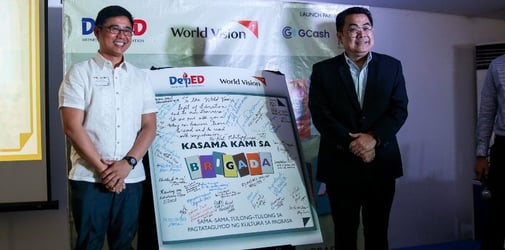 """World Vision, in partnership with DepEd, strives to address the literacy gap in the Philippines with """"Brigada Pagbasa"""" project"""