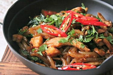 A Comforting Family Favourite: Stir-fried Bee Tai Mak With Chicken And Oyster Mushrooms