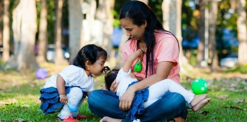How I survived tandem breastfeeding 2 kids at the same time!