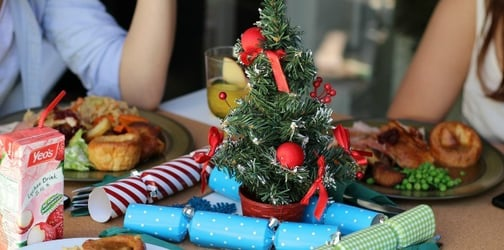 7 topics to NOT talk about at the dinner table this holidays