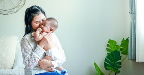 Mums, Do You Hold Your Baby to the Left? Here's What Studies Say