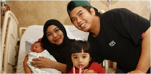 Singapore mum and dad welcome second National Day baby!