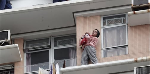 Woman with baby threatens to jump off 40th floor window ledge