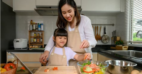 6 Ways to Practice a New Language With Your Kids in The Kitchen