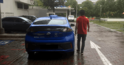 Cabby Goes Out Of His Way To Help Mum Of 3 Despite Heavy Rain