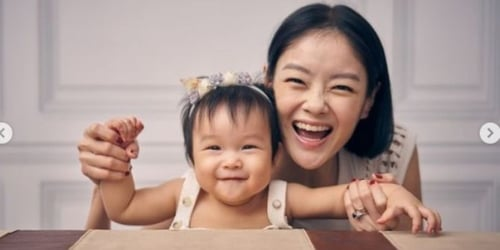 """Sheila Sim Has A """"Bird Park At Home"""" Thanks To Her Baby Girl"""
