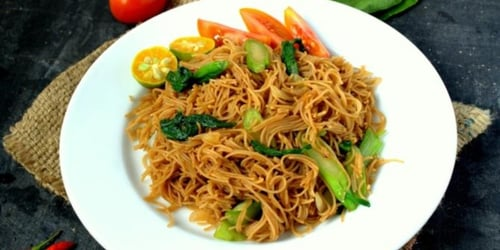 Try this easy, savoury fried bee hoon recipe