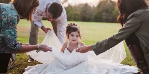 4-year-old wears her mum's wedding dress.The reason will make you cry...