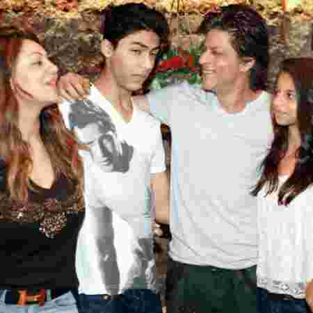 Shahrukh Khan family pictures smart stylish looks from romantic movies