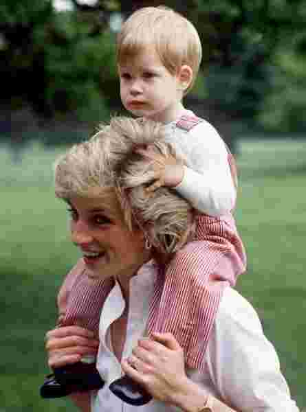 prince harry with mom