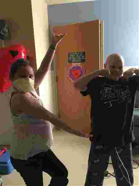 (Source: Jennifer Usiak) Stella and Lucas being their silly selves in the hospital.