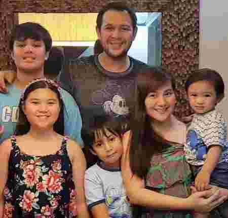 Gladys Reyes with family
