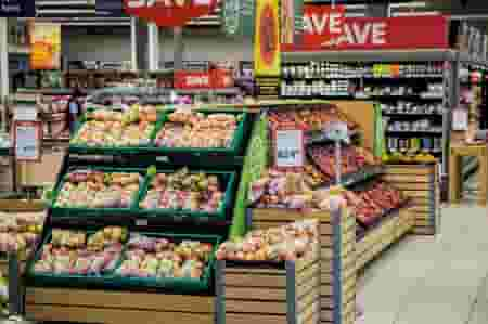 8 Crazy Easy Ways To Stop Wasting Money On Groceries