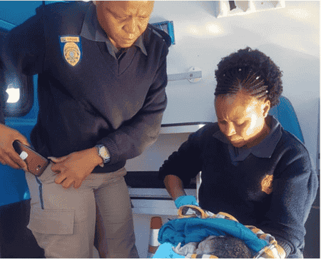 policewoman helps deliver baby