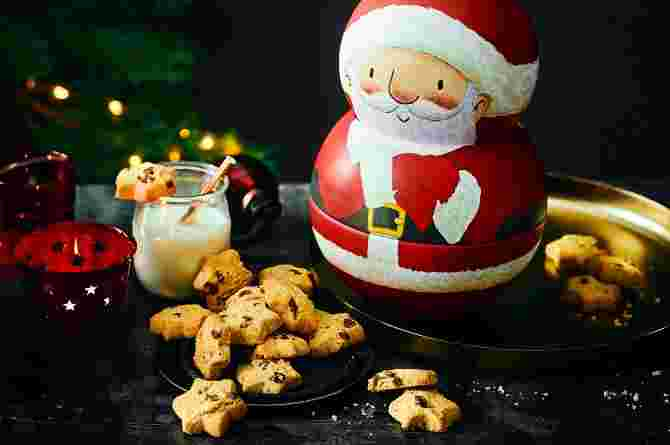 Santa Wobbler Tin with All Butter Chocolate Chip Shortbread Stars