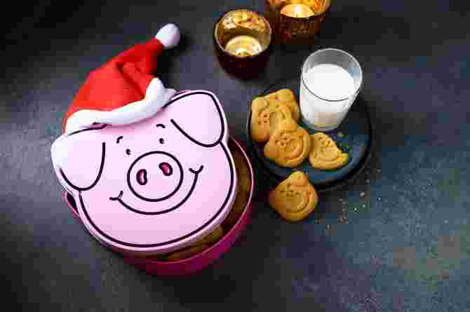 Merry Percymas Tin with All Butter Mini Shortbread Percy Pigs