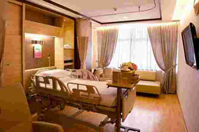 give birth in Singapore
